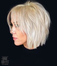 Shaggy Blonde Bob For Fine Hair Shaggy White Blonde Bob Snow-white blonde hair is a great way to rock a shaggy bob. Slice the layers to achieve a more voluminous look. Lots of layers will also help disguise the problem of volumeless fine hair. White Blonde Bob, Bright Blonde, Golden Blonde, Blonde Bob With Bangs, Blonde Color, Short Choppy Haircuts, Choppy Bob Hairstyles For Fine Hair, Curly Hairstyles, Haircut Short