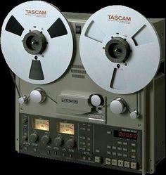 Vintage Reel to Reel Recorders - Audio Classic Cd Audio, Hifi Audio, Recording Equipment, Audio Equipment, Cassette Vhs, Magnetic Tape, Speaker Design, Audio Design, Tape Recorder