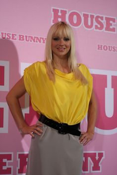 Anna Faris shows off dramatic new look