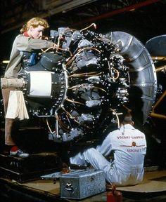Vought Corsair Line Production Aircraft Engine, Ww2 Aircraft, Fighter Aircraft, Military Aircraft, Grumman F6f Hellcat, Us Navy Aircraft, Radial Engine, F4u Corsair, Aircraft Maintenance