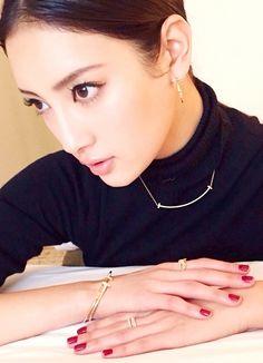 先日、渋谷DSクリニックで有福先生に整体を。腰を痛めたのを一発で治して頂き、顔の歪みを整えて小… の画像|菜々緒オフィシャルブログ(プラチナムプロダクション)Powered by Ameba