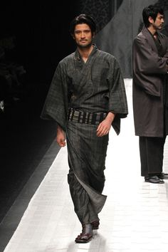 Kimono designed by JOTARO SAITO Fall Winter Collection 2013 (I also feel compelled to give a WOW to this model [!!!])