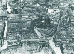 Foto aerea dal pallone aerostatico di Godard nel 1890. Si vedono il Palazzo Senatorio con alle spalle Piazza del Campidoglio e l'arco di Settimio Severo in basso. Si vede il cantiere del Vittoriano. Gran parte di ciò che si vede in questa foto è stato demolito Anno: 1890