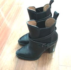 #coach #black #boots #blackboots #shopping #style #fashion #shopmycloset #blogger #canadian #buyandsell Winter Boots, Fall Winter, Black Booties, Style Fashion, Autumn Fashion, Buy And Sell, Booty, Street Style, Shopping