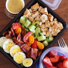 Here's An Easy Lunch That Will Bring Colorful Vegetables To Your Meal Prep - M. Here's An Easy Lunch That Will Bring Colorful Vegetables To Your Meal Prep – Meal Prep on Fleek Healthy Meal Prep, Healthy Snacks, Healthy Eating, Keto Meal, Vegetarian Meal, Easy Healthy Lunch Ideas, Lunch Snacks, Keto Lunch Ideas, Healthy Protein