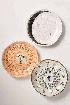 Ceramic Plates, Ceramic Pottery, Pottery Art, Pottery Painting Ideas, Clay Plates, Painted Pottery, Pottery Plates, Painted Plates, Pottery Designs