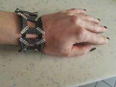 DIY Square Shaped Beaded Bracelet Weaving Techniques, Peyote Stitch, Bead Weaving, Beaded Bracelets, Shapes, Beads, Diy, Jewelry, Jewelery