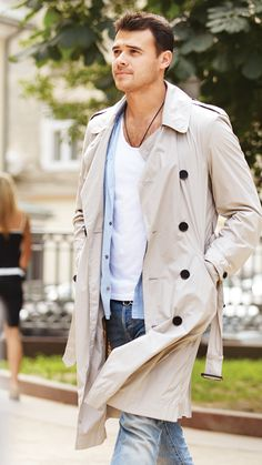 Emin Photographed by Jon Cardwell in Moscow Coat Style For Man, My Style, Burberry Trench Coat, Trench Coats, British Style, British Fashion, Moda Casual, T Shirt And Jeans, Suit And Tie