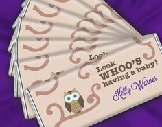 Celebrate the newest addition to the family with these adorable owl themed baby shower favors. Personalized chocolate bars are sweet mementos that look great at candy buffets or on a festive plate at your dessert table. Baby Shower Activities, Baby Shower Games, Baby Shower Parties, Baby Showers, Baby Shower Souvenirs, Baby Shower Favors, Baby Shower Decorations, Party Food Labels, Elegant Baby Shower