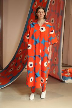 Marimekko ei pääse raidoistaan - eikä haluakaan: tässä on uusin mallisto! Classy Work Outfits, Dope Outfits, Quirky Fashion, Colorful Fashion, Girl Fashion, Fashion Outfits, Fashion Design, Fashion Trends, Spring Fashion