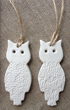 clay tag owls {set of - by mudbynest on madeit Polymer Clay Owl, Polymer Clay Creations, Homemade Clay, Owl Crafts, Christmas Crafts, Christmas Ornaments, Clay Ornaments, Owl Bird, Salt Dough