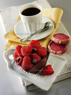 Food photo of a square chocolate cake filled with chocolate truffle and topped with fresh raspberries Coffee Latte, I Love Coffee, My Coffee, Coffee Time, Good Morning Coffee, Coffee Break, Mini Desserts, Pause Café, Raspberry Cake