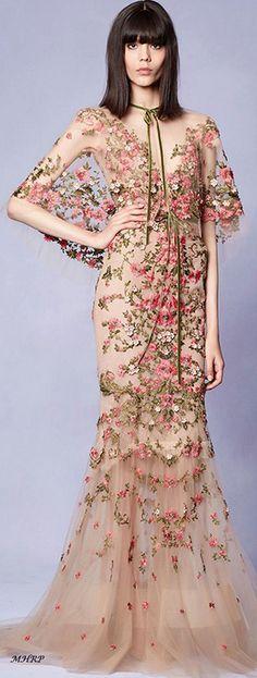 #VogueRussia #readytowear #rtw #springsummer2018 #ElieSaab #VogueCollections #outfits  #wedding #dresses  #model @endidemneri #dress&mua @frida_xhoi #2018collection #2018 #fashion #dress #women
