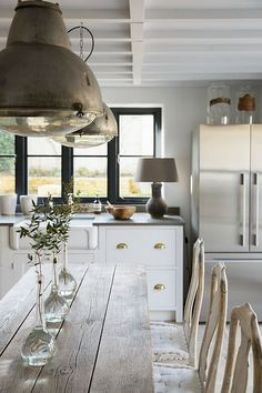 Rustic Kitchen Farmhouse Style Ideas – Best Home Decorating Ideas - Page 37 Rustic Kitchen Lighting, Rustic Pendant Lighting, Rustic Kitchen Cabinets, Farmhouse Style Kitchen, Home Decor Kitchen, Kitchen Interior, Home Interior Design, Pendant Lights, Antique Lighting