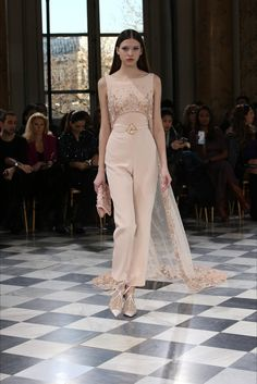 Georges Hobeika Couture Haute couture Spring/Summer 2016 Fashion Show Couture Mode, Couture Fashion, Hijab Fashion, Runway Fashion, Fashion Show, Fashion Dresses, Fashion Design, Georges Hobeika, Hijab Stile