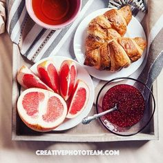 Morning croissant with grapefruit Breakfast Photo, Breakfast In Bed, Berry Fruits, Creative Photos, Croissant, Jamberry, Grapefruit, Food Photography, Tea Cups