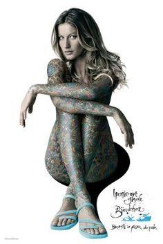 華麗なる「水のドレス」を身にまとったスーパーモデル - GIGAZINE