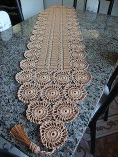 Com - Diy Crafts Crochet Table Runner Pattern, Crochet Baby Dress Pattern, Crochet Chart, Filet Crochet, Crochet Motif, Crochet Doilies, Crochet Circles, Crochet Round, Doily Patterns