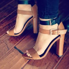 Zara Chunky Heel. Simple, classic and elegant sandals for every day. Summer wear. Brown and black leather sandals high heels.
