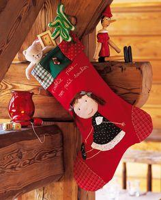 Une botte de Noël aux motifs appliqués