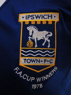IPSWICH TOWN FC - FA CUP FINAL 1978 - MATCH DAY FOOTBALL JERSEY CREST Ipswich Town Fc, Challenge Cup, Soccer Logo, Fa Cup Final, My Church, Football Jerseys, Porsche Logo, Finals, Crests