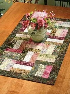 Hobo rails or split rail Quilting Tutorials, Quilting Projects, Quilting Designs, Quilting Ideas, Small Quilt Projects, Table Runner And Placemats, Quilted Table Runners, Quilted Table Runner Patterns, Table Topper Patterns
