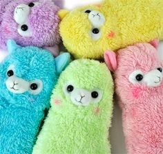 Resembling small llamas, these alpacas are soft, cuddly, and everything endearing. With a hint of rosy cheeks and equipped with a colored link attachment to connect just about anywhere, take these adorable alpacas to school without taking up much space! Kawaii Alpaca, Cute Alpaca, Kawaii Plush, Alpacas, Pencil Boxes, Pencil Pouch, Alpaca Peluche, Softies, Plushies