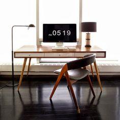 """Design & Muito Mais ARTE: Mesa de trabalho estilo modernista - em carvalho, com pés """"palito"""" e gavetas Designer: Jeremiah Nielson"""