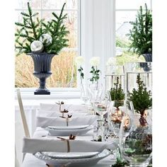 Four New Year's tablescape & buffet ideas - Daily Dream Decor Swedish Christmas, Cottage Christmas, White Christmas, Christmas Eve, Colorful Interior Design, Interior Design Tips, New Year Table, Deco Table Noel, White Dining Table