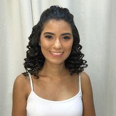 Formanda Nina Vieira Campos Adorei me conhecer Formal Hairstyles, Curled Hairstyles, Wedding Hairstyles, Curly Afro Hair, Shoulder Length Curly Hair, Hair Fixing, Glamorous Hair, Prom Hair, Hair Hacks