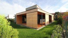 CLT drevodom s vnútorným átriom v Čunove zaujme každého fanúšika prírodných materiálov a moderného dizajnu.