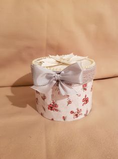 May Britt's Hobbyrom: Gave eske med Silk Creme fra oriflame Baby Shoes, Silk, Cards, Decor, Creative, Decoration, Baby Boy Shoes, Maps, Decorating