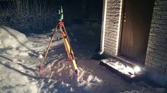 Tästä kaikki alkoi, sijainnin ja koron arpominen lumihangessa rakennuslupaa varten, -20, Tammikuu.