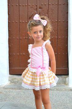estido de niña talle bajo de listas mostazas. Colección Piruleta. Disponible en www.azulylimon.com  #vestidoniña# #ropaniña# #verano# #modainfantil#
