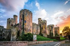 Conwy, Wales // 25 Of The Most Beautiful Villages In Europe Sitges, Montenegro, Mykonos, Beautiful Castles, Beautiful Buildings, Beautiful Places, Bosnia Y Herzegovina, Positano, Welsh Castles