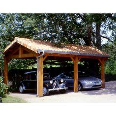 Abri ouvert CIHB pour voitures, dont la structure est constituée de 3 fermes et 6 poteaux. Ce carport, de charpente traditionnelle, en chêne et pin traité autoclave, est monté sur poteaux de 20 x 20 cm, sans tuiles ni zinguerie. Toit 2 pentes de 35%. L'abri voitures comprend : - L'ensemble de la charpente, avec ses 6 poteaux en contrecollés, ses 3 fermes traditionnelles y compris les sabots métalliques pour les bas de poteaux. - La sous-toiture en lambris pin de 10 mm. - Les pannes de...