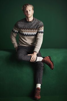 Revisiting everyday essentials River Island unveils its fallwinter 2016 mens collection. Various themes come together for the occasion beginning with a contemporary spin on the military trend. Instant musthaves such as the bomber jacket Style Casual, Men Casual, Casual Boots, Style Brut, Military Trends, Hommes Sexy, Men's Collection, Stylish Men, Long Sleeve Shirts