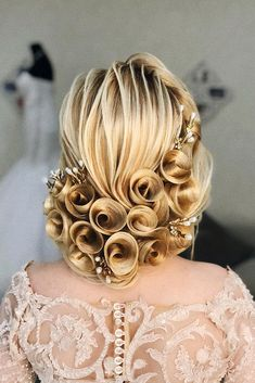 36 Vintage Wedding Hairstyles For Gorgeous Brides, HAİR STYLE, vintage wedding hairstyles elegant swept curly updo with pearl pins on blonde hair jem_mavlyanov. Wedding Hairstyles For Long Hair, Elegant Hairstyles, Bride Hairstyles, Vintage Hairstyles, Pretty Hairstyles, Easy Hairstyles, School Hairstyles, Short Hair, Hair Lengths