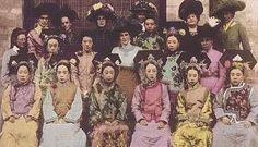Vintage photo of the courtesans and concubines in the Qing Dynasty【大清后宫人物衣饰造型性格赏析——祥嫔篇】_大清后宫吧_百度贴吧