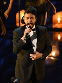 Pin for Later: Die 40 besten Fotos der Oscars  The Weeknd beeindruckte alle bei seinem Auftritt.