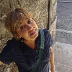 Cinzia Lega ha frequentato l'Istituto Statale d'Arte per la Ceramica di Faenza. Ha conseguito il diploma in scultura presso l'Accademia di Belle Arti di Ravenna.  Scultrice e ceramista, ha tenuto corsi di aggiornamento per insegnanti su didattica e tecniche manipolative e ha condotto numerosi laboratori sulle tecniche ceramiche. Dal 2000 collabora alla progettazione e realizzazione dei progetti didattici con il CIDO e cura i laboratori di argilla presso la Fondazione Tito Balestra.