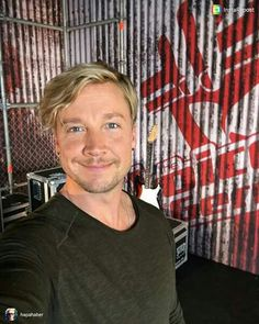 Back at the crime scene. Blind auditions, done! The Voice Of Germany, Bon Jovi, Cool Bands, Male Models, Hot, Crime, Actors, Mens Tops, Musicians