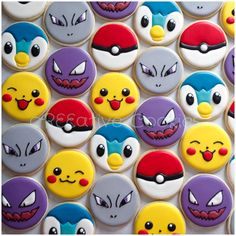 Pokemon cookies using a simple circle cookie cutter. Cookies For Kids, Fancy Cookies, Iced Cookies, Cute Cookies, Royal Icing Cookies, Cookies Et Biscuits, Cupcake Cookies, Sugar Cookies, Pokemon Birthday