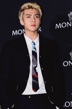 Las etiquetas más populares para esta imagen incluyen: exo, sehun, handsome, visual y oh sehun