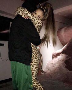 ariana grande y mac miller halloween Ariana Grande Fotos, Ariana Grande 2016, Ariana Grande Pictures, Ariana Grande Smiling, Mac Miller And Ariana Grande, Selfies, Ariana Grande Sweetener, The Light Is Coming, Hair Colors