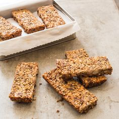 Paleo All-Morning Energy Bars ATK Makes 10 bars Why This Recipe Works: It can be hard to find granola bars that are paleo-friendly because so many are made with oats, grains, and refined sugars. We wanted a portable snack that was … Paleo Energy Bars, Paleo Bars, Low Carb Protein Bars, High Protein, Ciabatta, Portable Snacks, Pecan Bars, Breakfast Bars, Breakfast Recipes