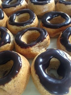 These doughnuts are scrumptious and five of them are only 2 points! Ingredients (makes oats, blitzed in food processor 1 tsp baking powder a pinch of salt 1 flat tbsp Splenda 2 flat tsp m… Choc Shot, Mini Doughnuts, Dessert Spoons, Baby Food Recipes, Food Processor Recipes, Cheesecake, Salt, Powder, Chocolate