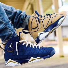 Follow @hoodsfashion for your daily sneakers & fashion inspiration!