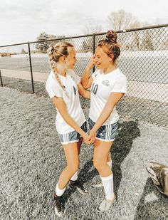 Cute Soccer Pictures, Cute Friend Pictures, Best Friend Pictures, Sports Pictures, Cute Photos, Soccer Pics, Friend Pics, Soccer Jokes, Soccer Baby
