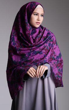 Khimar Flowery Alika by Hijab Icon Modest Fashion, Unique Fashion, Hijab Fashion, Fashion Outfits, Womens Fashion, Beautiful Muslim Women, Beautiful Hijab, Beautiful Outfits, Hijabs